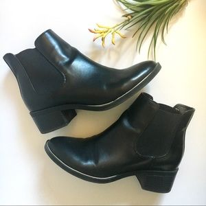Sam & Libby Black Chelsea Boots/Booties